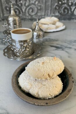 KOURABIEDES : Greek Almond Cookies